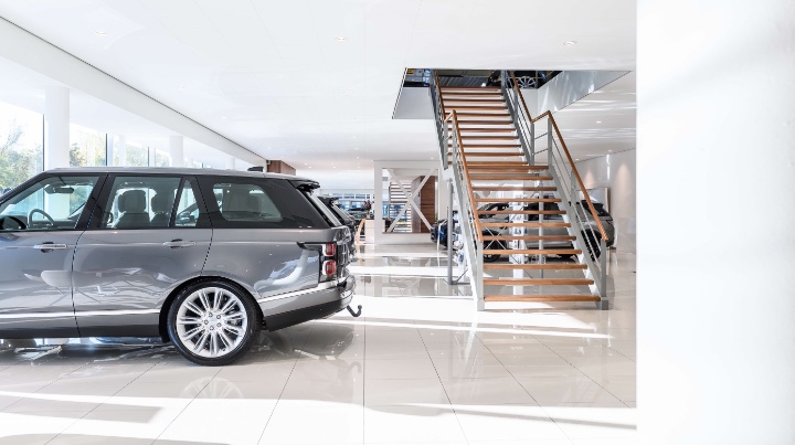 Range Rover Occasion in Noord-Holland Showroom